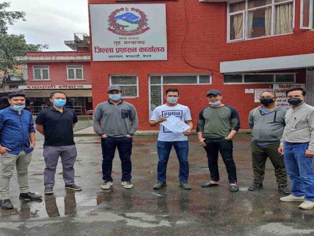 जिल्ला प्रसाशन कार्यालय काठमाडौंलाई फुटसल व्यवसायीको ज्ञापन पत्र